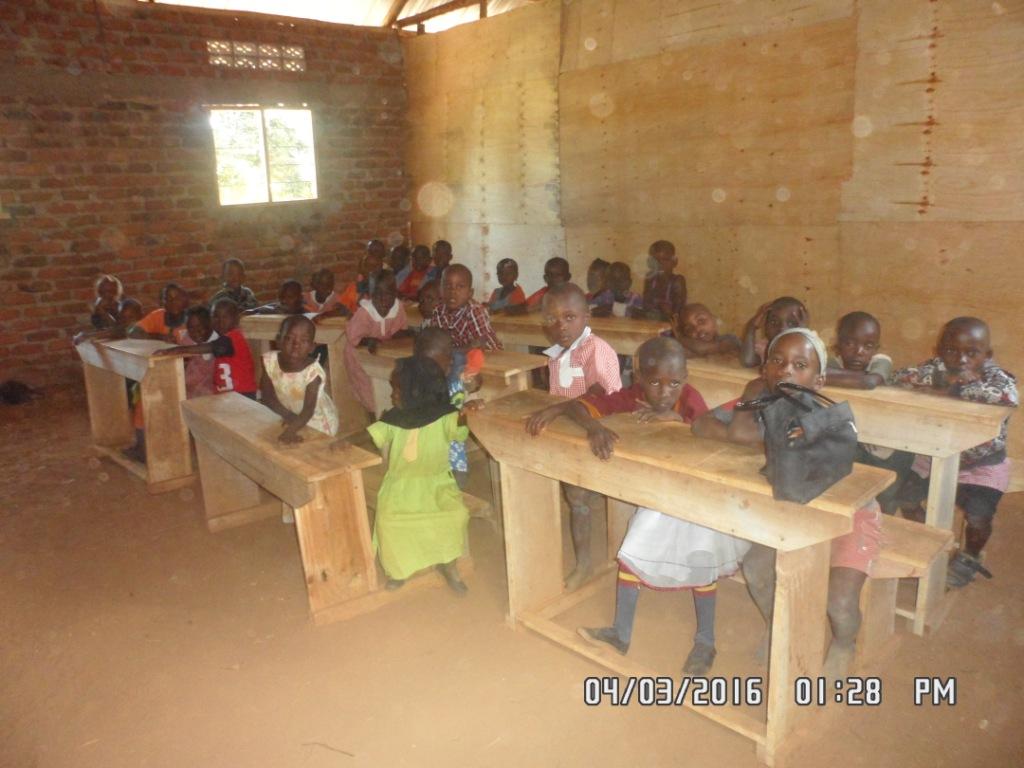 En av de første skoletimene for elever i Primary 2 på KCC. Foto: KWOP